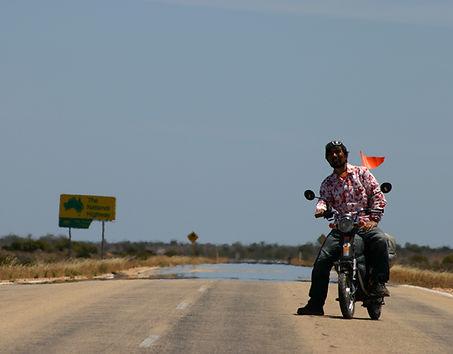 電動バイクで世界一周で訪ねたオーストラリアのナラボー平原