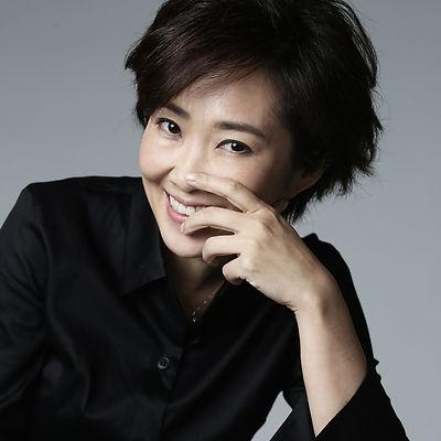 Olivia Yan Profile Pic_N_189_retouched.j