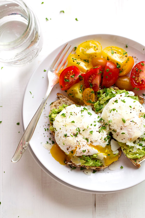 SMASHED AVO WITH POACHED EGGS