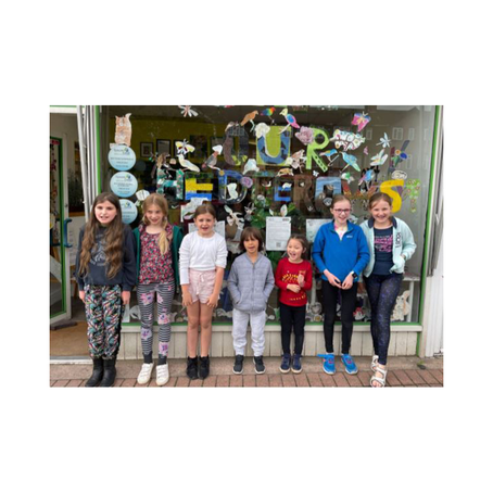 Cutting Hedge art wins People's Choice Award for art-K students