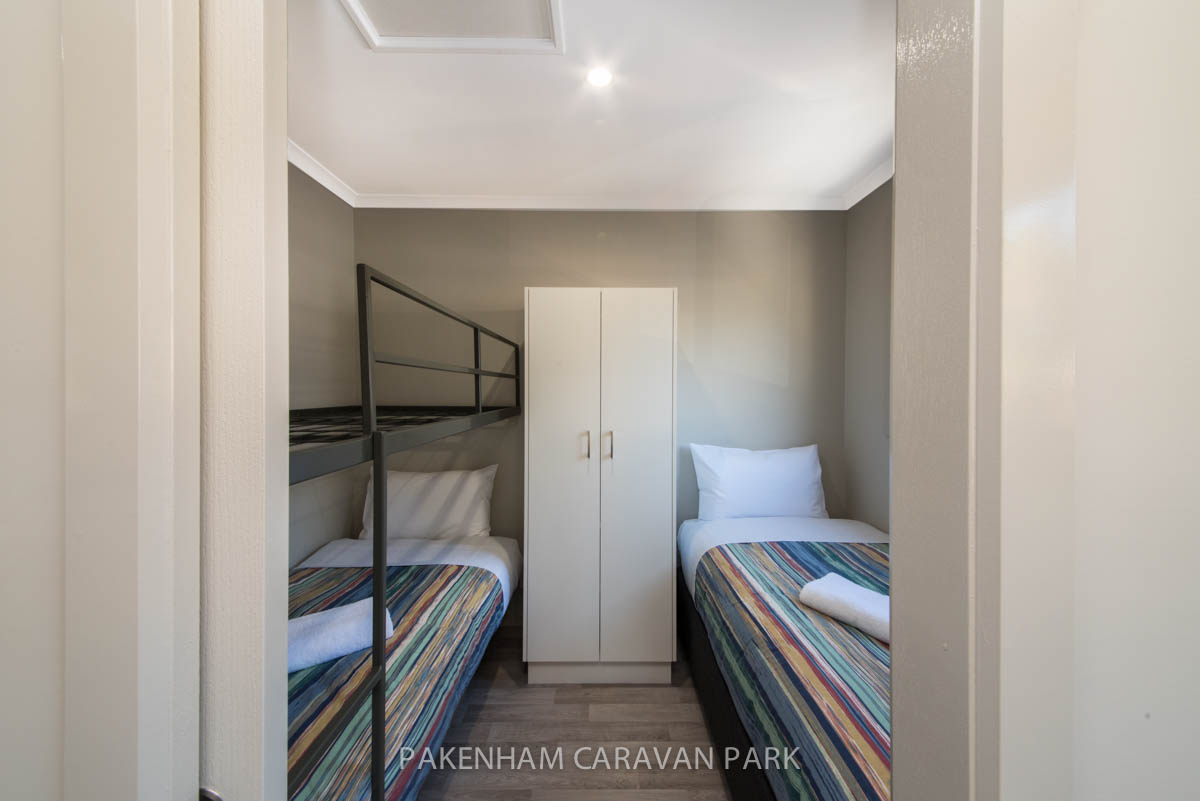 deluxe cabin 2 single beds