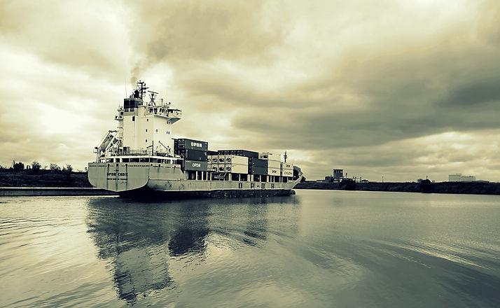 barco portacont grises.jpg