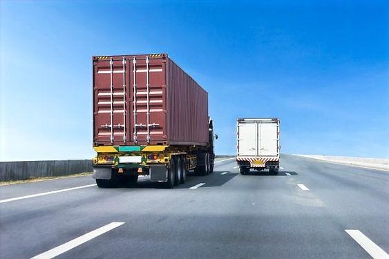 camion-carretera-contenedor_42493-57_edi