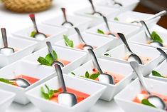 små skålar av mat