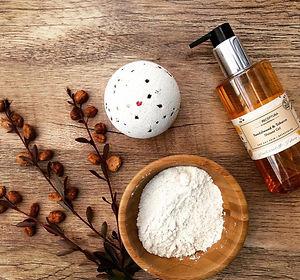 Sandalwood vegan shower gel and bath bomb