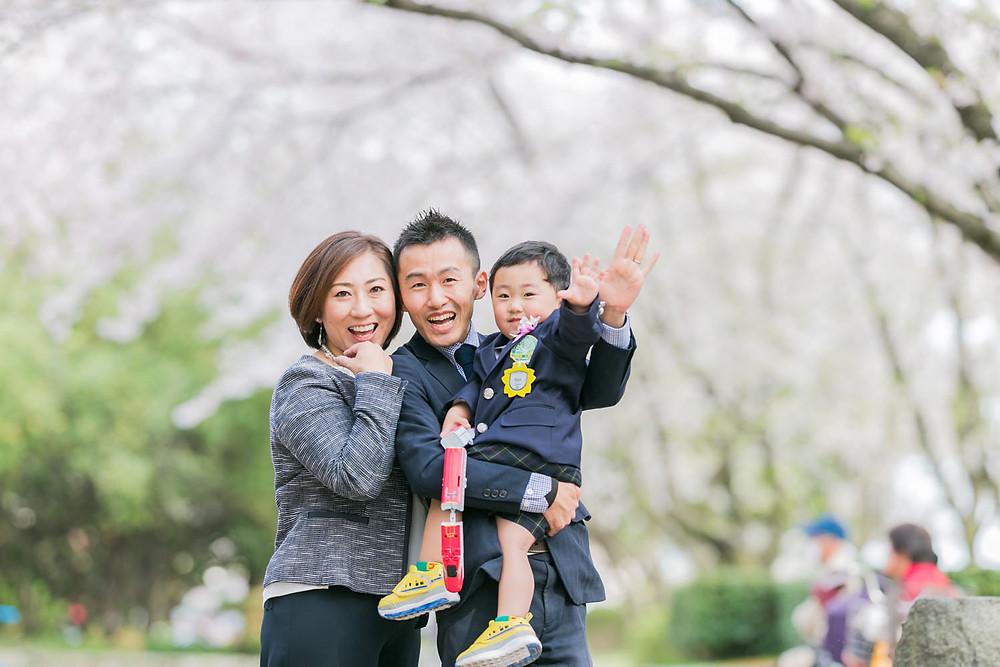 名古屋の庄内緑地公園で桜ロケーション撮影をした家族写真