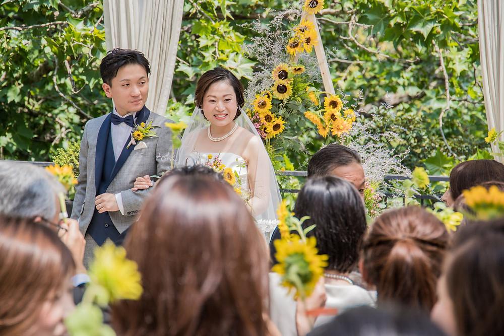 日比谷パレスの結婚式で向日葵を使った演出をした人前式の写真