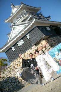 浜松城の前で撮影した結婚式前撮り写真
