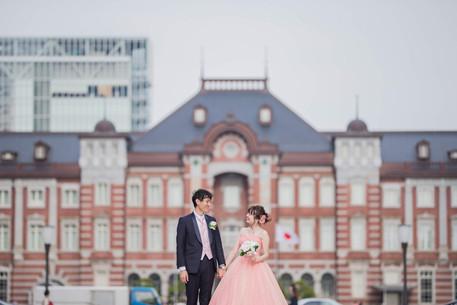 東京駅の前で撮影した結婚式前撮り写真