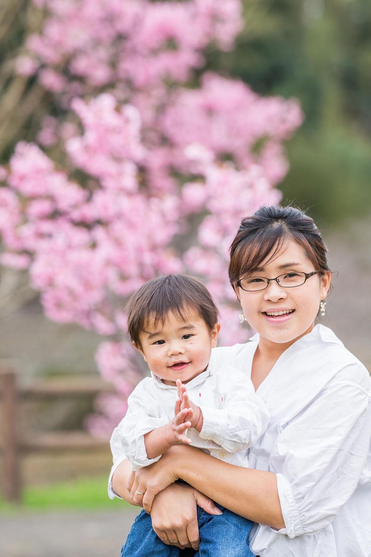 浜松市の花川運動公園で桜ロケーションで撮影したファミリーフォト