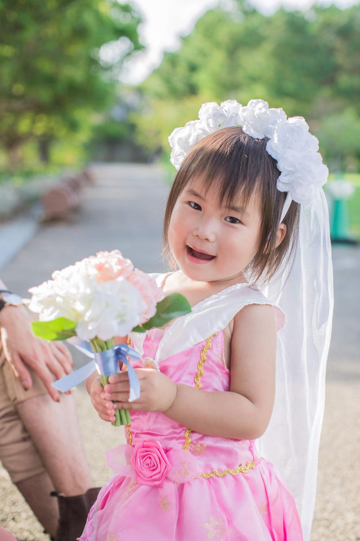 浜名湖ガーデンパークでプリンセスドレスを着ている女の子を撮影した記念写真