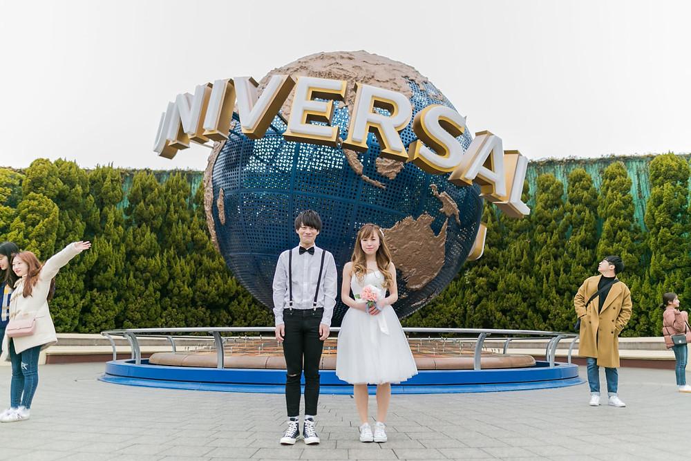USJの地球儀の前で結婚式前撮り撮影