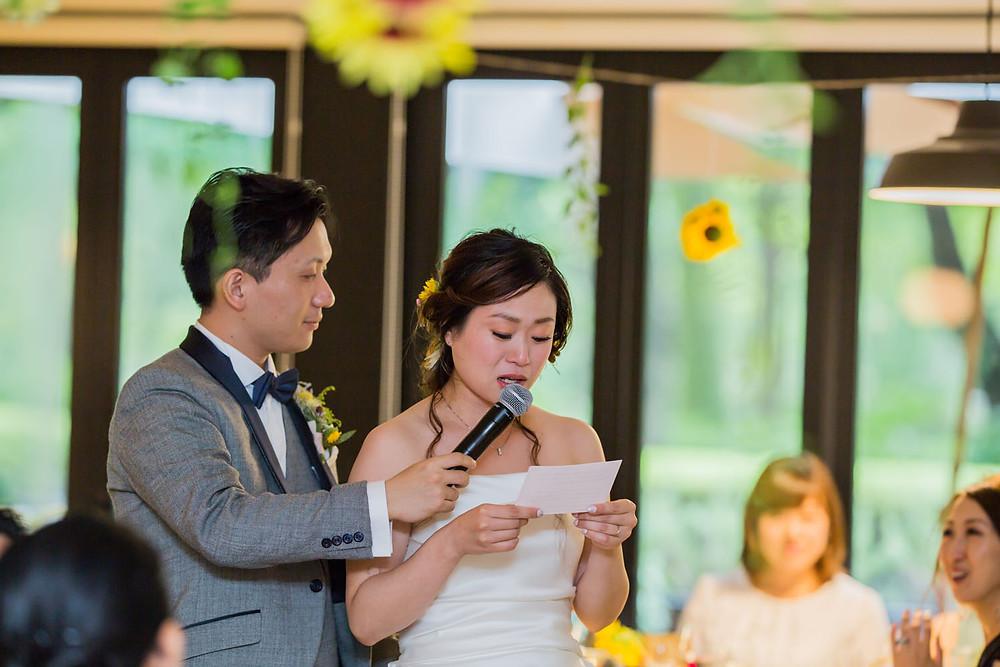 日比谷パレスの結婚式で花嫁が手紙を読むシーンを撮影した写真