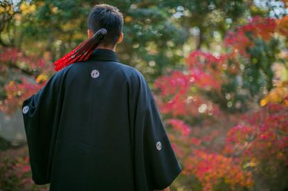 小國神社で秋に撮影をした新郎の結婚式前撮り写真