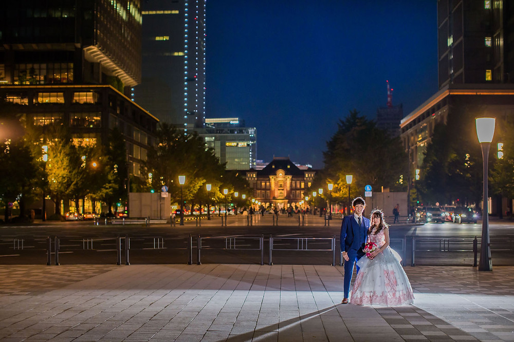 東京駅前の行幸通りで撮影をした結婚式前撮り写真