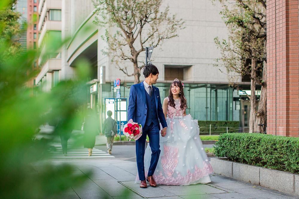 東京駅周辺で撮影した結婚式前撮りロケーションフォト
