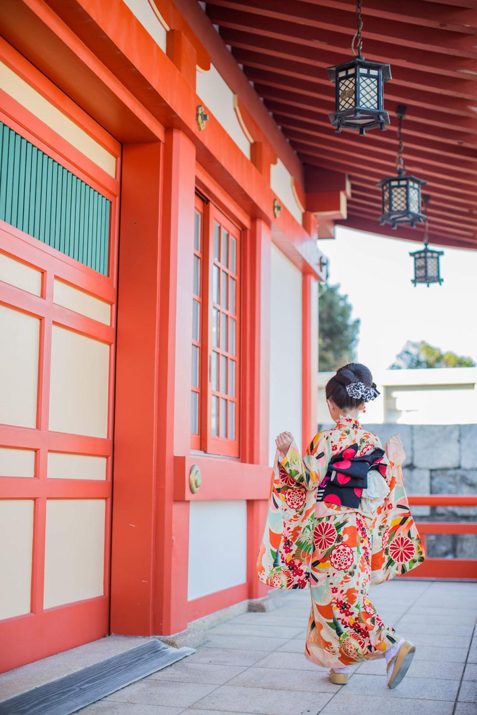 浜松で七五三ロケーション撮影をした7歳女の子のレトロな着物がおしゃれで可愛い後ろ姿