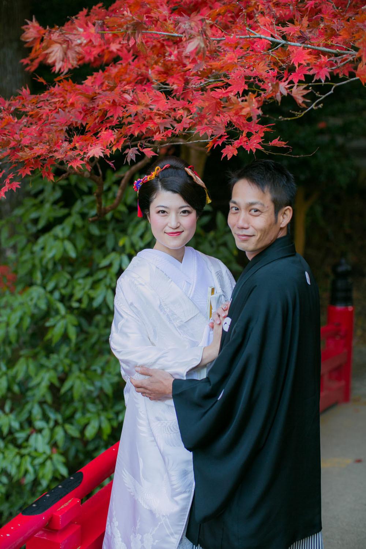 小國神社の紅葉と撮影した結婚写真