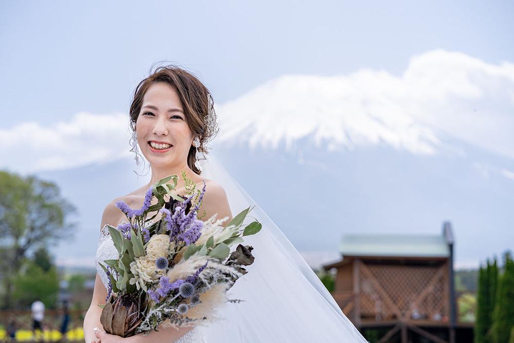 山中湖の花の都公園で富士山を背景に浜松の出張カメラマンが撮影した前撮り