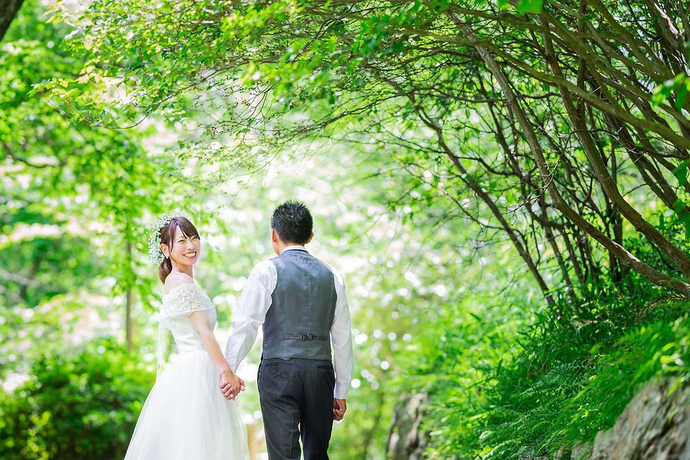 浜松城公園で新緑の時期に撮影をした結婚式前撮り写真