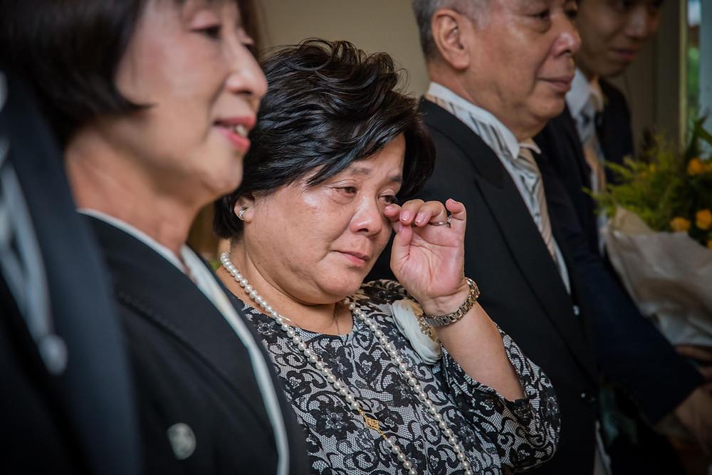 日比谷パレスの結婚式で花嫁の手紙に涙する母の写真