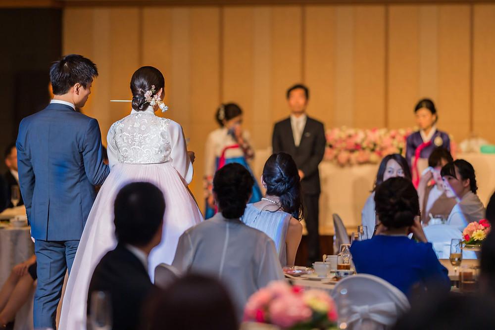 グランドプリンスホテル高輪の結婚披露宴で両親に感謝の手紙を読むシーンの写真