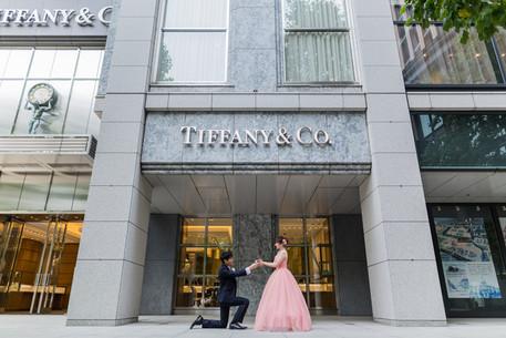 東京のティファニー前で撮影されたプロポーズ写真