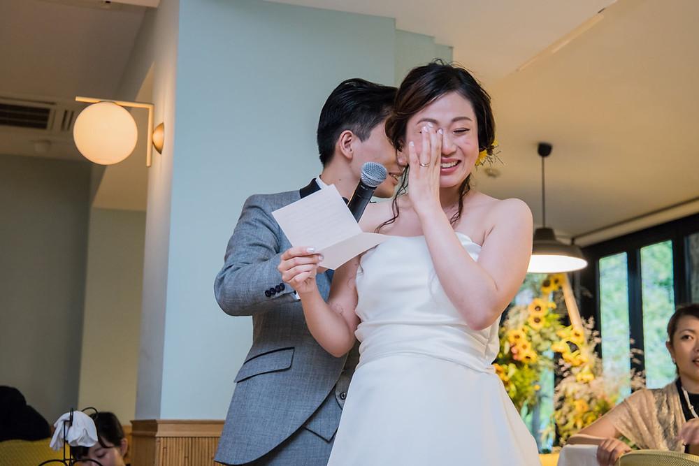 日比谷パレスの結婚式で両親に手紙を読む新婦の写真