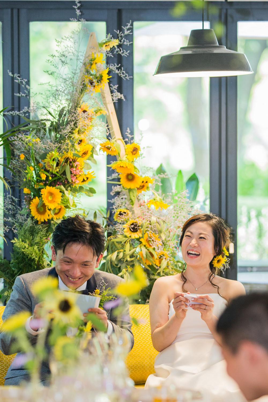 日比谷パレスで夏に結婚式をした新郎新婦の高砂席での様子を撮影した写真