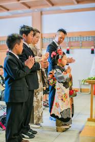 神社でご祈祷中を撮影した七五三撮影