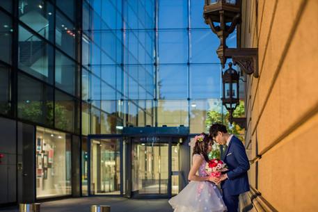 カラードレスで撮影した結婚式前撮り写真