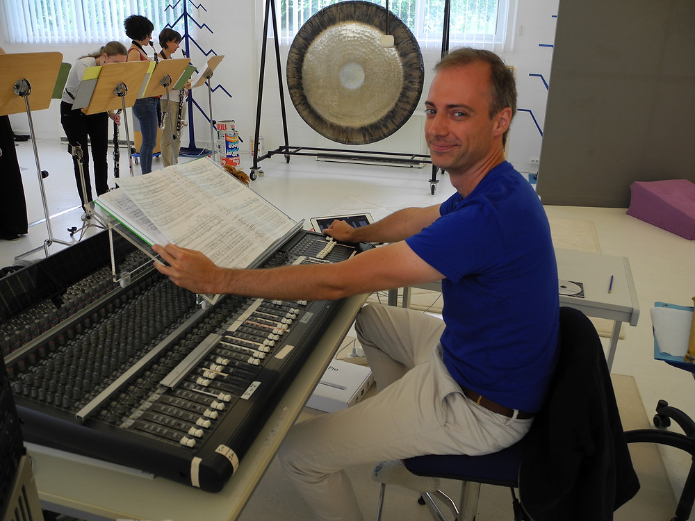 Juan Verdaguer during rehearsals of EVAs LIED in Kürten. Foto: Suzee Stephens