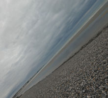 Les grands espaces de galets sur le littoral dans la réserve naturelle du Hâble d'Ault au sud de la Baie de Somme