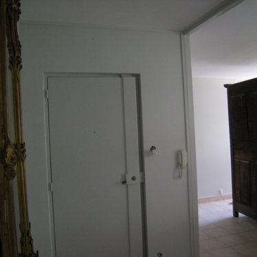 Hall d'entrée entièrement repeint.