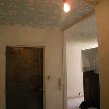 Chantier peinture traditionnelle salon appartement en isère.