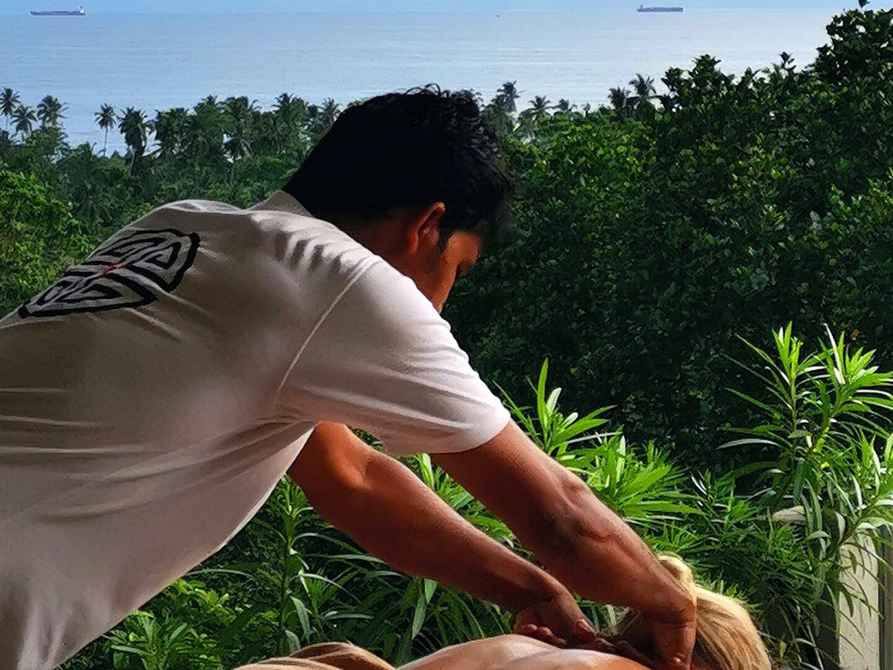 Massage with view on jungle and ocean.jp