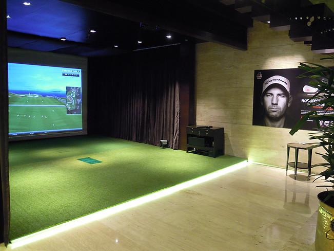 Indoor Golf Leela Gurgaon Gurugram