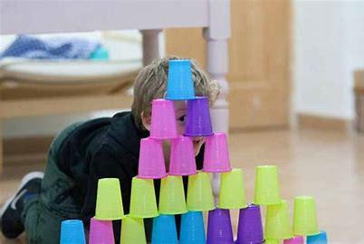 ¿Apilar latas es un signo de autismo?