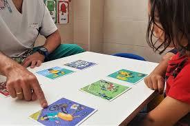 Los beneficios de los apoyos visuales para los niños con autismo