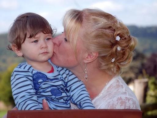 Los factores de esteroides maternos durante el embarazo están asociados con rasgos autistas