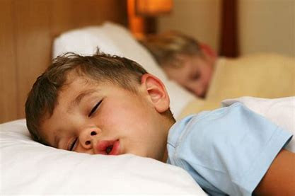 Herramientas sencillas para ayudar a su hijo con TEA a dormir mejor desde ahora