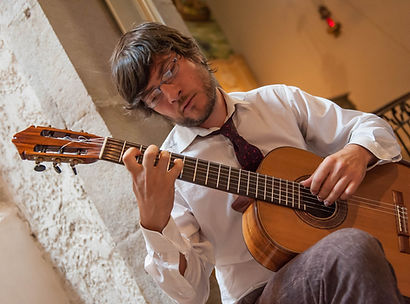 Tristan Manoukian concertiste, guitarist, french classical guitarist and concertist