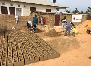 Des briques pour le mur d'enceinte !