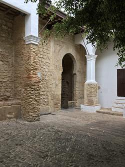 Castle Courtyard / Castillo Patio