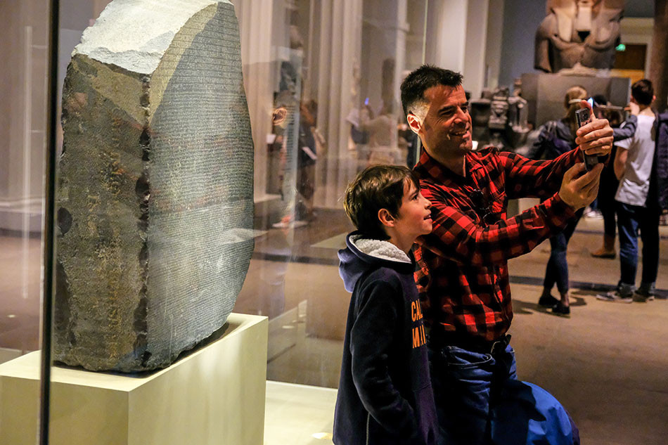 Street photography and the Rosetta Stone - by Chris Silk