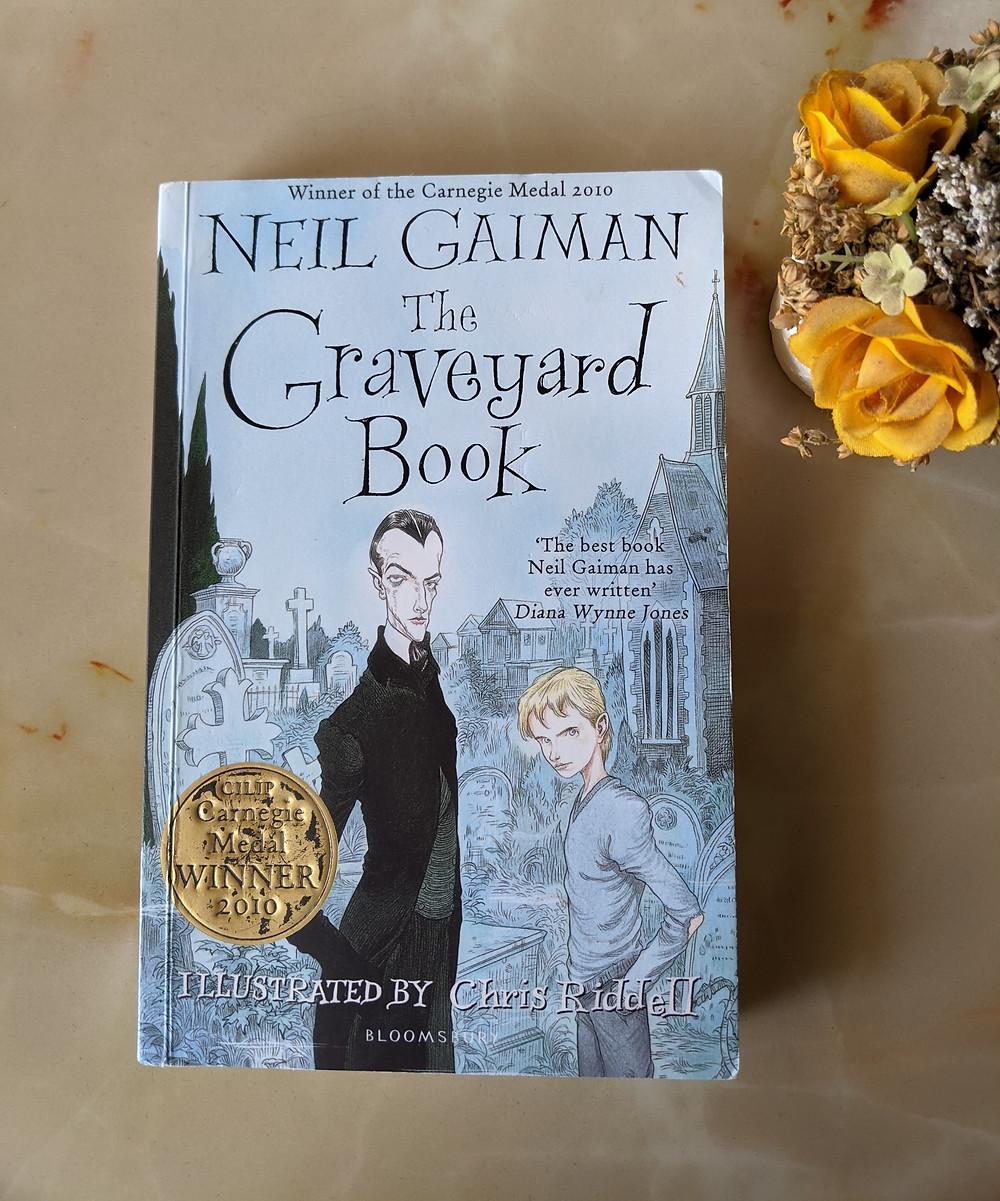 The Graveyard Book by Neil Gaiman. Neil Gaiman books. Best Neil Gaiman Books