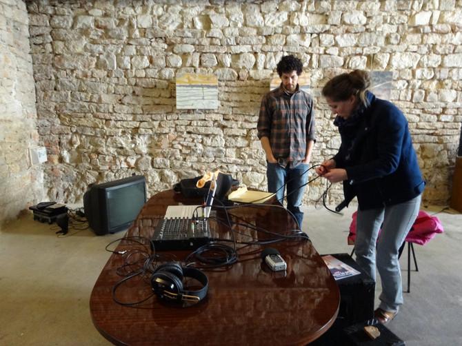 """Installation du matériel pour la performance """"Le Feu du Corps"""" à Cluny (71)"""