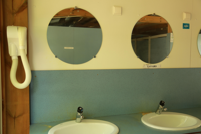 Les sanitaires au Camping Le Garel.
