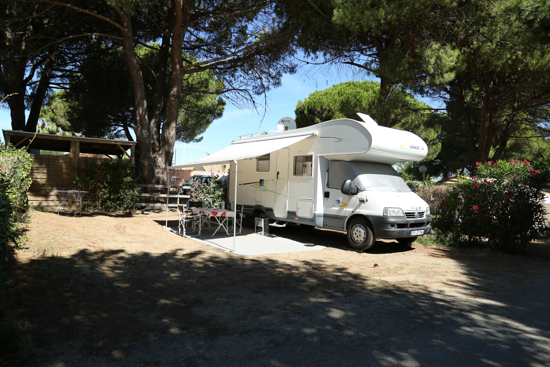 Vaste emplacement nu à camping car