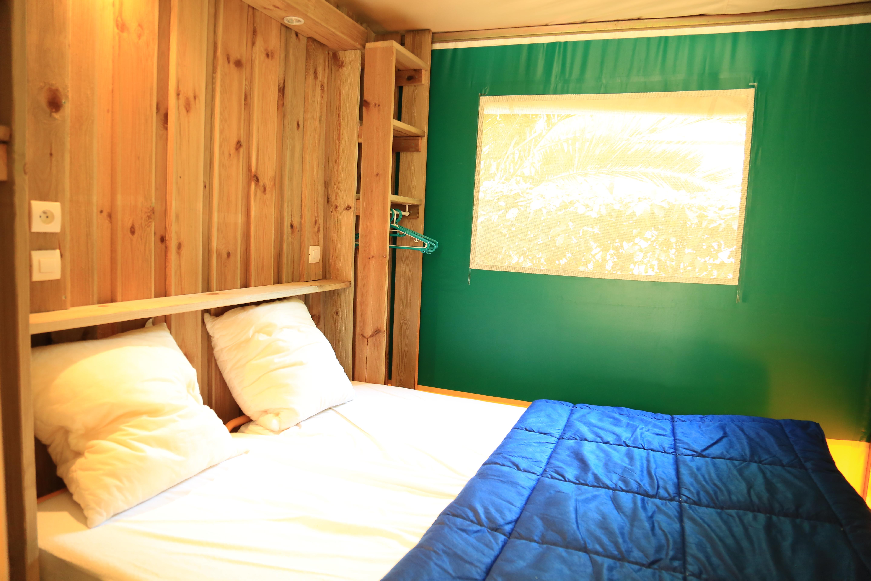 Tente aménagée avec chambre à louer